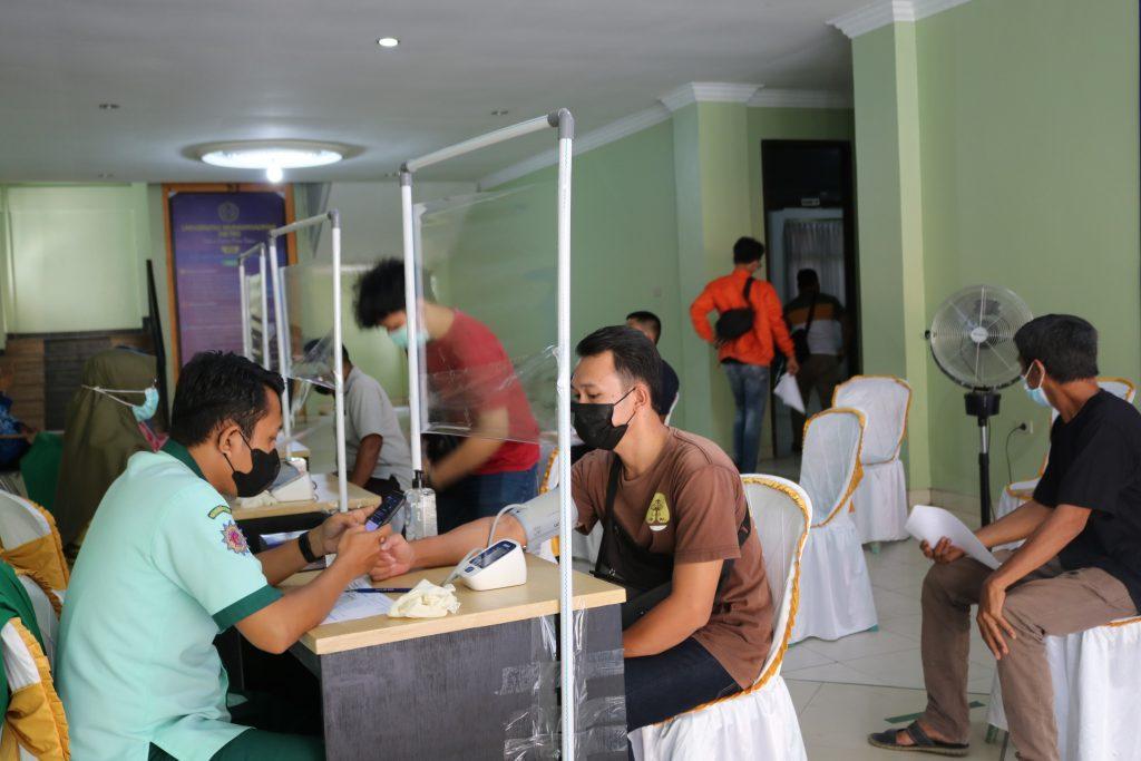 2000 orang Mendapat Vaksin di Universitas Muhammadiyah Kota Metro