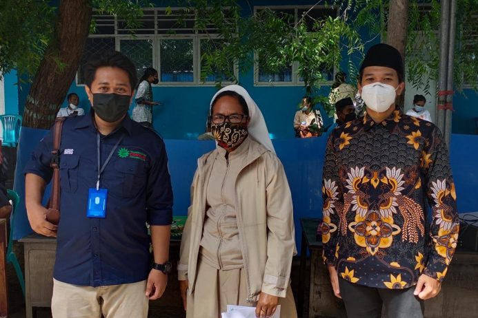 Kejar Target Nasional, 2000 Warga Maumere Vaksinasi Covid-19 di IKIP Muhammadiyah
