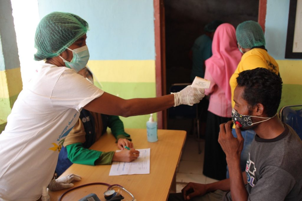 Vaksinasi Covid-19 MCCC di Sikka, NTT : Lewati Karang Tajam dan Ancaman Bulu Babi